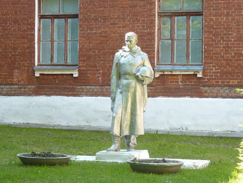 Памятник на могилку Горбатов Ваза. Лезниковский гранит Александровск-Сахалинский